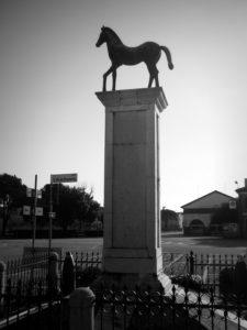 Cavallino-Monumento-ai-caduti-per-la-patria