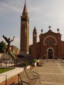 chiesa treporti piazza